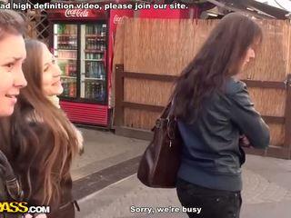 Knulling og blowjob i offentlig bad video