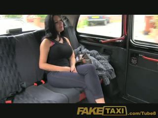 Faketaxi 節目 女孩 同 大 奶 fucks 為 現金
