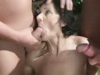 Pissing fetish granny amateur loves pe...