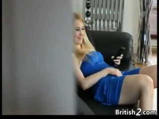 Blondi vauva sitter pyydettyjen masturboimassa