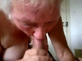 ग्रॉनी चूसना युवा कॉक और मिलना कम में मुंह