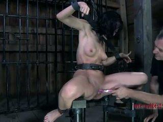 Gagica în latex costum gets pedepsit