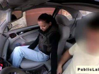 Student gives marrjenëgojë në fake taxi në publike