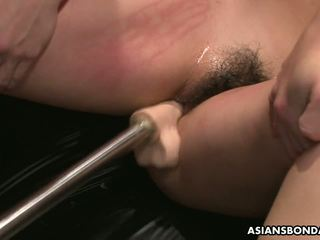 Slamming viņai ar spēļmantas tik viņa gets no grūti: bezmaksas porno 64