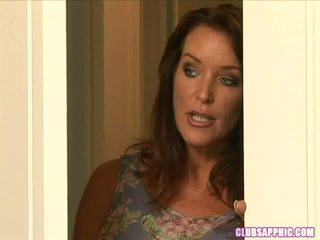 Rachel steele walks v na elexis monroe kot ona changes da go out a steamy encounter ensues