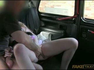Hairy amateur slut boned in the backseat