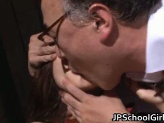 חמוד בית ספר נערה מזיין עם מורה