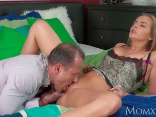 wanita ramah, sensual, pus makan