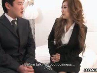 Oficina dama aiko nagai en un fetichista trío