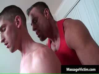 Hot og kåt dude gets den massasje