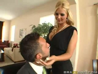 Úžasný busty blondýnka manželka s velký prdel gets asshole toyied s a sklo dildo