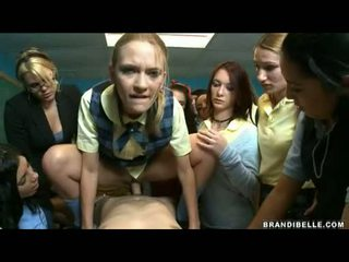 Brandi belle og jenter entice unbending wang knulling og suging ham av