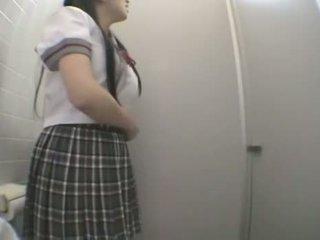 นักเรียน ร่วมเพศ ใน สาธารณะ ห้องน้ำ