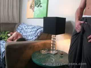 Nukkuva roomate woken ylös kohteeseen seksuaalinen tilanne