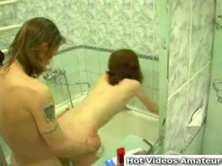 Partie de plaisir dans la baignoire