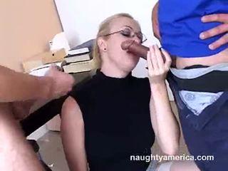 Adrianna nicole blows 2 kemény meat weenies alternately