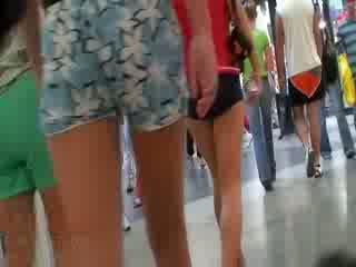 Itu terangsang video featuring itu seluruh perusahaan dari amatir dolls wearing itu seksi pants