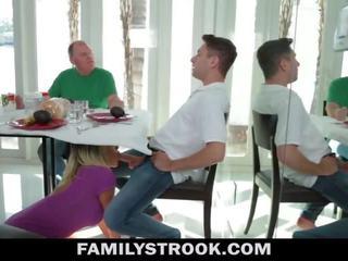 Mačeha video - veliko oprsje korak mama fucks sin