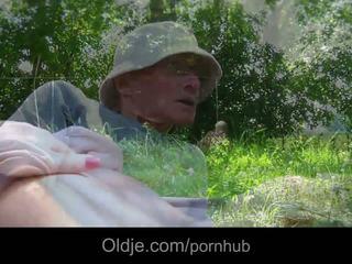 Sweey alessandra knullet i park av stor gammel boner