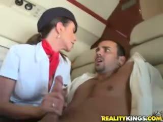 Seksi flight attendents ariella ferrera dan aimee addison memberikan di flight mengisap penis