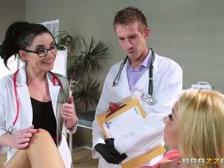 Ar aaliyah mīlestība s regular physician retiring viņa