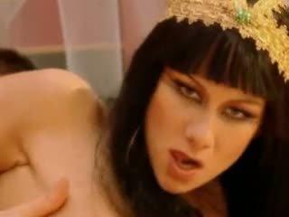 Julia taylor cleopatra vidéo