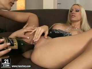 Luštne euro porno zvezda punca cameron cruise licking in tooling ji friends muca