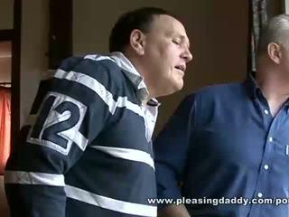 Two skitten gammel brits barbering og faen en unge fitte