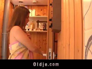 Grey old man seduced by teeny gyz in the sauna fucks öl amjagaz <span class=duration>- 6 min</span>
