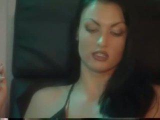 kouření, pěkný lesbička online