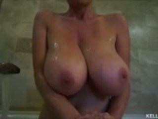 Grand titty milf kelly madison takes son tatas pour une bath
