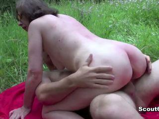 德語 媽媽 抓 戶外 和 他媽的 由 年輕 男孩