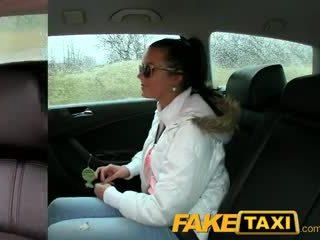Faketaxi горещ 19 година стар в taxi cab scam