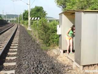 Shameless วัยรุ่น lucy การช่วยตัวเอง outdoors