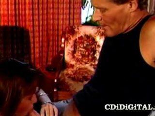 Charli ado nana baisée par vieux bite papa