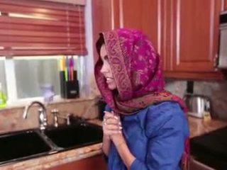 Arab ティーン ada gets a warm プッシー cream