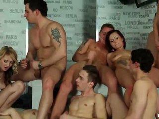 Bisexual orgía cumshots