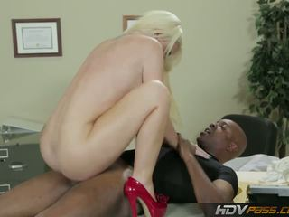Hdvpass duży titty pielęgniarka alexis ford rides chuj
