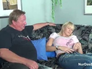 脂肪 stepdad 抓 他的 步 女兒 和 他媽的 她的 的陰戶 - 更多 上 hotcamgirls24.com