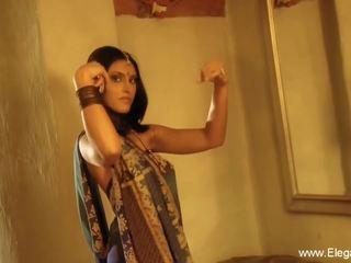 Indisch cougar flashes haar lichaam, gratis eleganxia hd porno ee