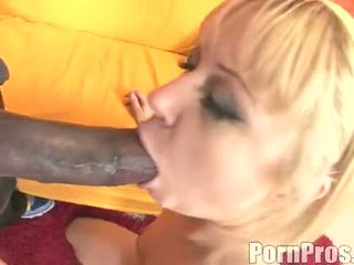 D'or haired wench aaralyn barra receives son bouche ripped par une monstre bite