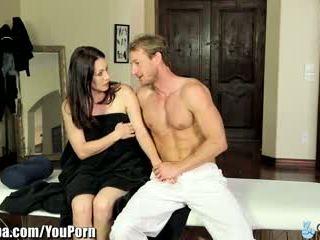 Curvy milf rayveness enganada em a foder masseur