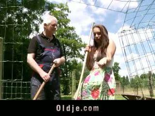 Viril เก่า farmer fucks peasant วัยรุ่น ด้วย มาด ของ diva