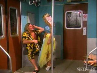 เซ็กซี่ สีบลอนด์ dancer nailed ใน รถไฟ