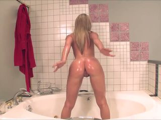 Amy Brooke toying oiled bubblebutt