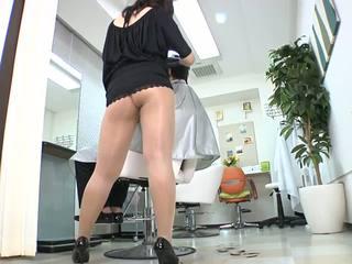 Reiko nakamori seksikas barber sisse sukkpüksid