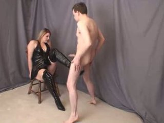 Jenna thigh สูง boot ballbusting เต็ม