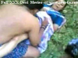Intialainen mallu aunty helvetin ulkona päällä picnic