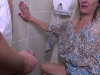 Писинг и груб майната с възрастни майка: безплатно hd порно e4