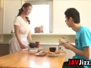 Жорсткий японська пеніс веселощі в the кухня